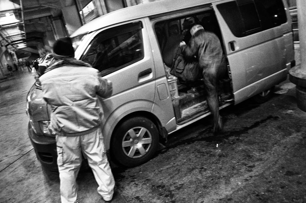 Kamagasaki - Gdetting in the van.